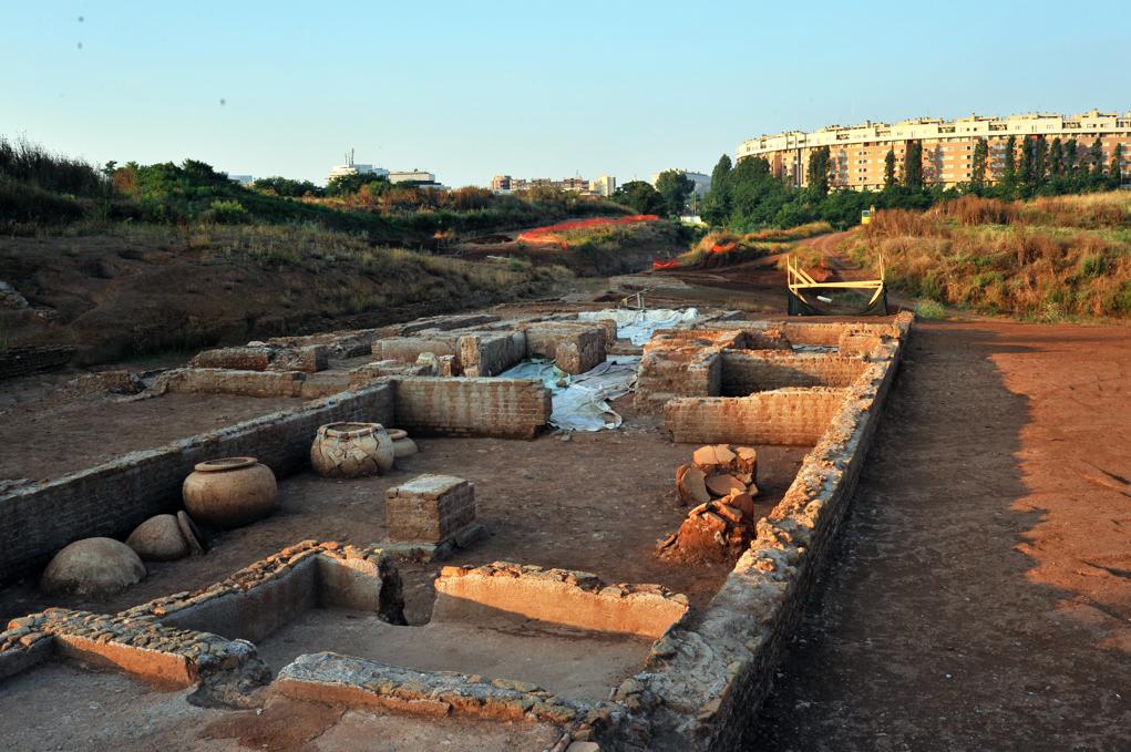 Il sito archeologico minacciato dalla costruzione dell'I-60. foto risalente a prima dell'occultamento dei resti.