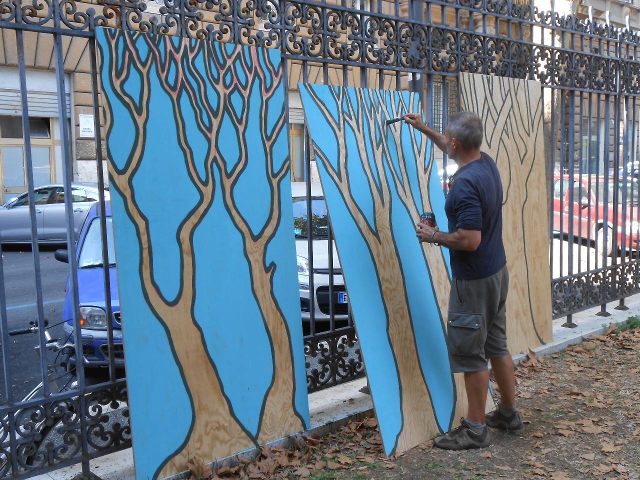 Cantiere dei Poeti, uno degli artisti, Massimo Livadiotti, ultima la propria opera