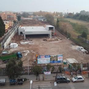 """Tor Pignattara, i cittadini presidiano il cantiere Lidl: """"Basta cemento"""""""