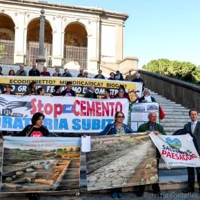 """Moratoria del cemento, i Commissari ai comitati: """"Nessuna delibera urbanistica verrà firmata"""""""