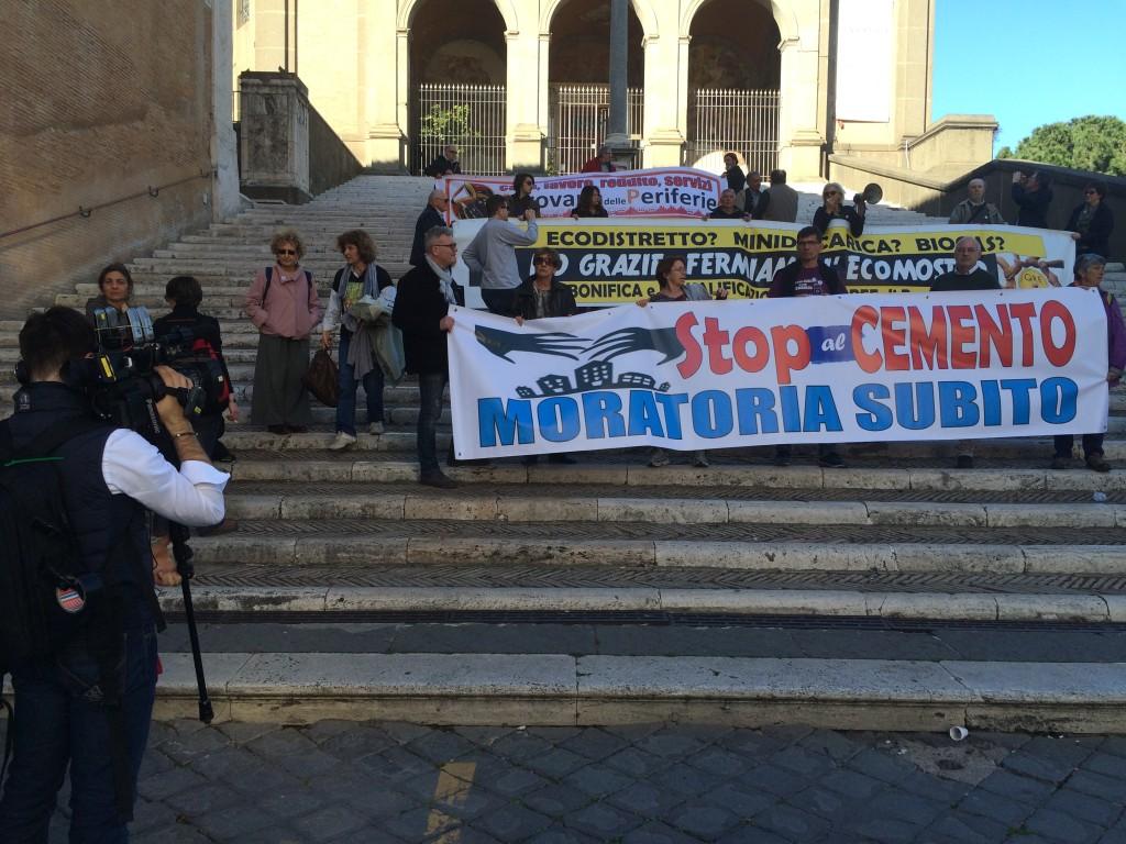 I cittadini in Campidoglio chiedono a Tronca la moratoria del cemento a Roma (Foto Luca Verducci)